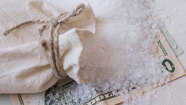 Снять проклятие на безденежье солью