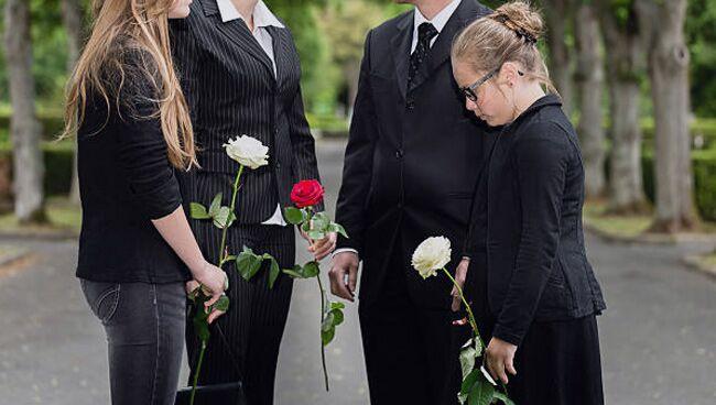 Можно ли с ребёнком или младенцем ходить на кладбище
