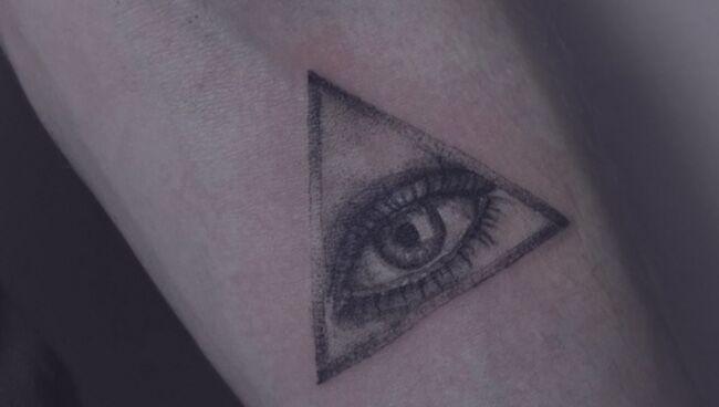 Татуировка с оберегом Всевидящее око