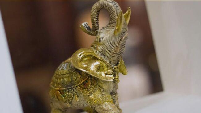 Фэншуй слон с поднятым хоботом